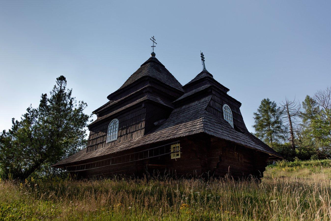Храм архангела Михаїла в Ужку, будівництво якого завершилося у червні 1745 року – зразок бойківської школи дерев'яної архітектури.jpg