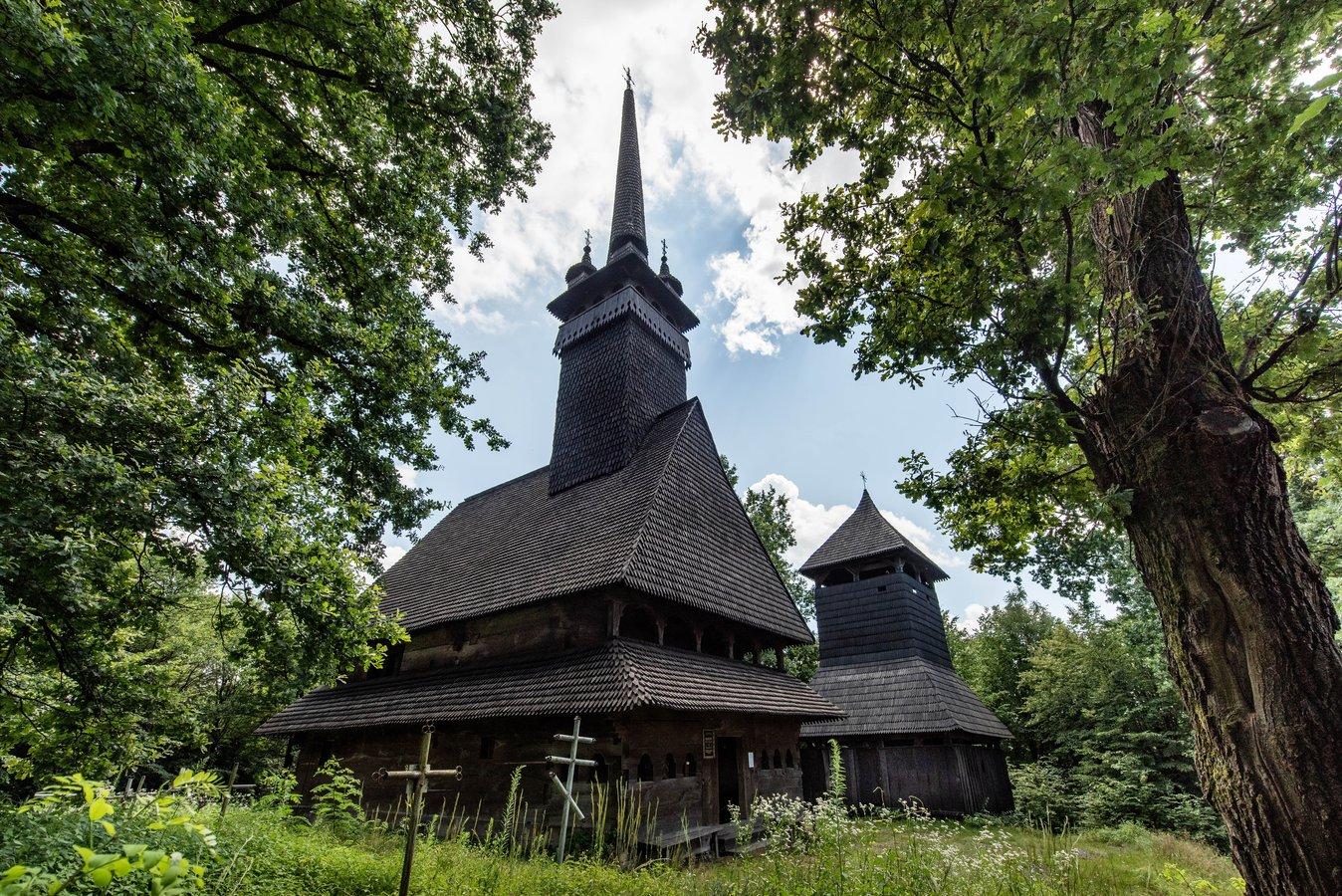 Храм у селі Данилово на Хустщині, збудований 1779 року, є яскравим взірцем так званої мармароської готики.jpg