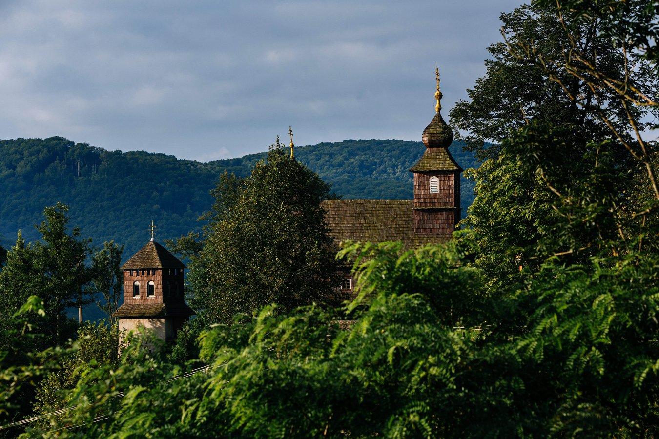 Церква Св. Василя Великого у Лікіцарах XVII ст. – єдина збережена дерев'яна церква Перечинщини.jpg