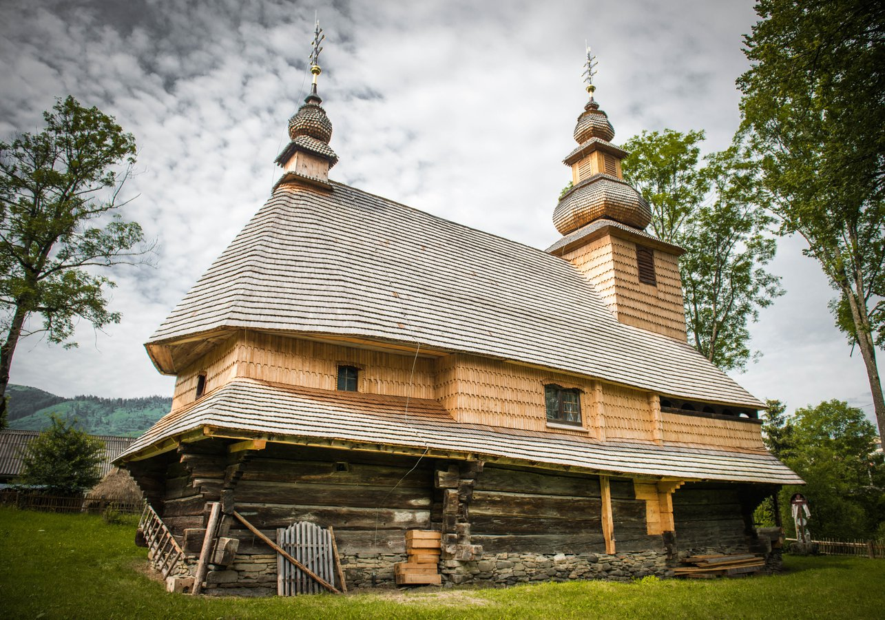 Церква Святого Духа в Гукливому, збудована у XVIII ст., – найдавніша дерев'яна церква Воловеччини.jpg
