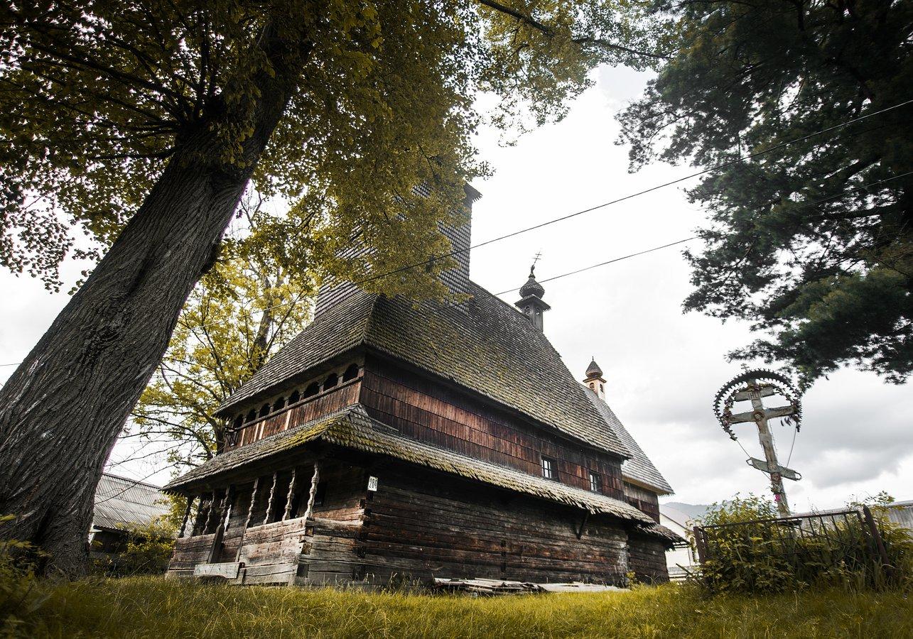 Церква Святого Духа в с. Колочава на Міжгірщині, збудована 1795 року.jpg